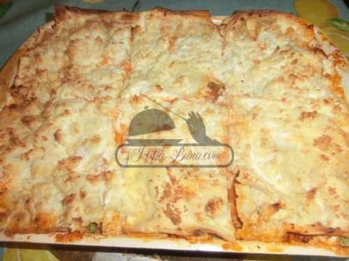 Lasagna cu mazare, carne tocata si sos tomat