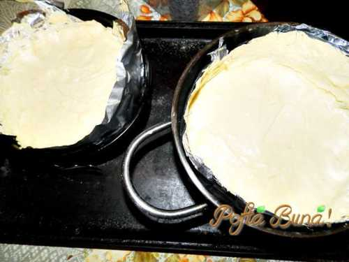 blat de tort pofta buna gina bradea 1 500x375 - Blat de tort pufos din albusuri - reteta de baza