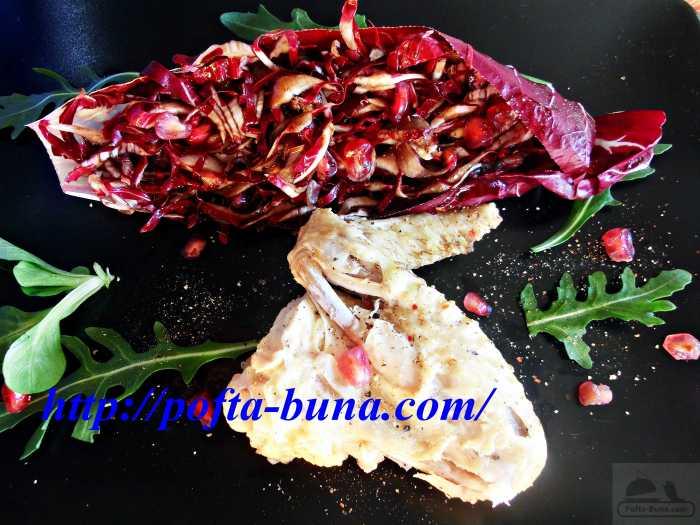 Salata de radicchio cu seminte de rodie si crema de otet balsamic
