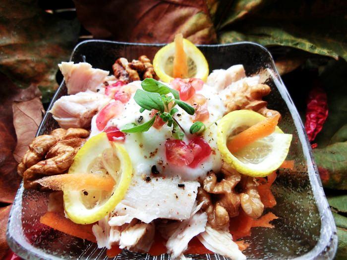Salata din piept de pui cu morcov, iaurt si telina
