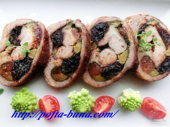 bradea pofta buna rulada din carne vitel fructe fenicul 2 e1402634012506 - Rulada aromata din carne de vitel cu fructe uscate