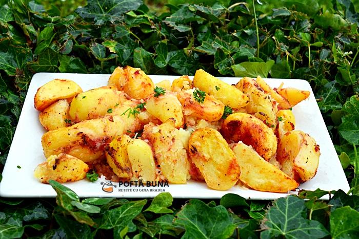 Cartofi la cuptor, cu rosii si usturoi, de post
