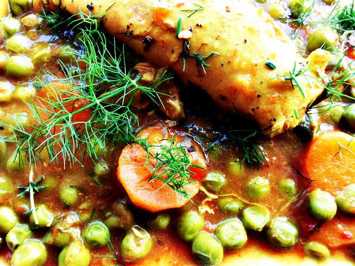 Mancare de mazare cu sos tomat si turmeric (cu sau fara carne)