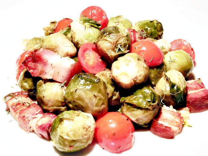Varza de Bruxelles cu rosii si bacon