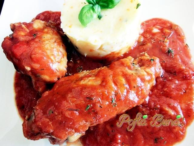 Ostropel de pui cu sos tomat