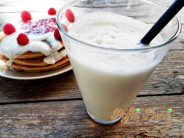milkshake de banane pofta buna gina bradea 2 - Milkshake de banane