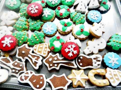 Turta dulce decorata pentru Craciun - royal icing pentru decorat