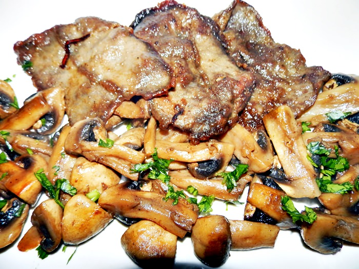 Escalop de vitel cu ciuperci pofta buna gina bradea 12 - Escalop de vita cu ciuperci