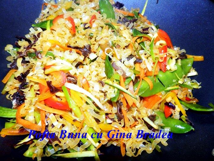 Paste asiatice cu legume, la wok