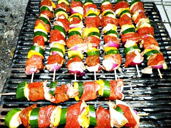 Frigarui cu legume si carne pofta buna gina bradea 2 - Frigarui de pasare, porc, vita sau oaie
