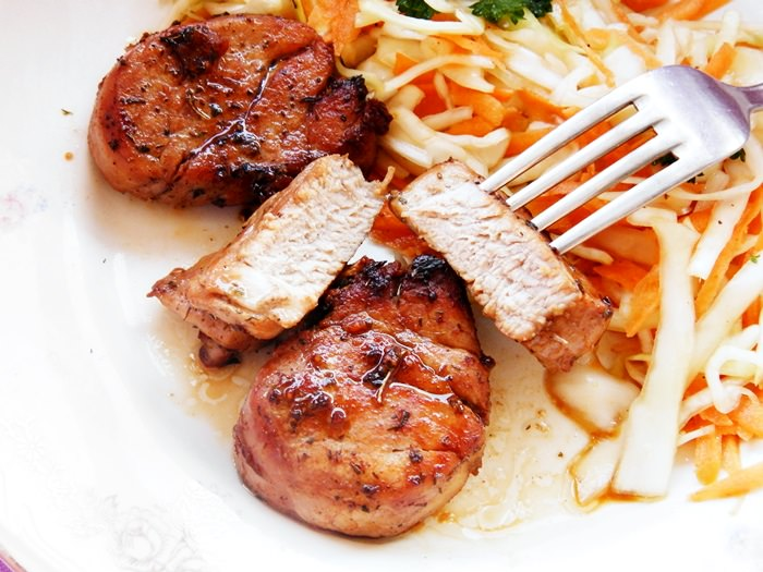 Muschiulet de porc la tigaie pofta buna cu gina bradea 1 - Muschiulet de porc la tigaie, reteta rapida