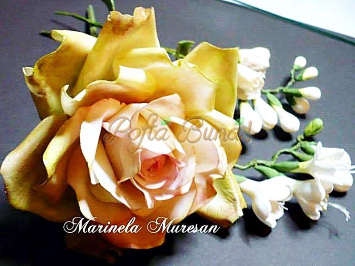 1044669 588423841232976 1034018580 n - Marinela Muresan, o artista a florilor din zahar