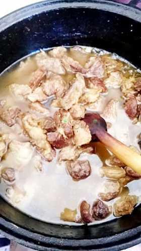 Tochitura de carne-Maria Boboia