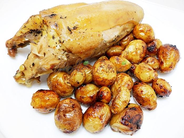 Cartofi noi cu usturoi, la cuptor