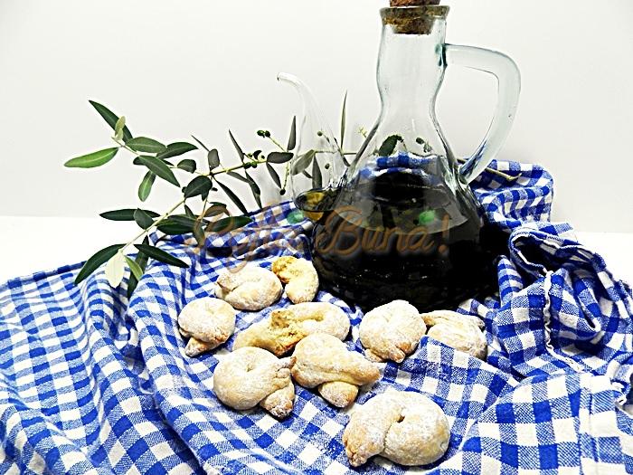Covrigei dulci, fragezi, cu vin si ulei de masline