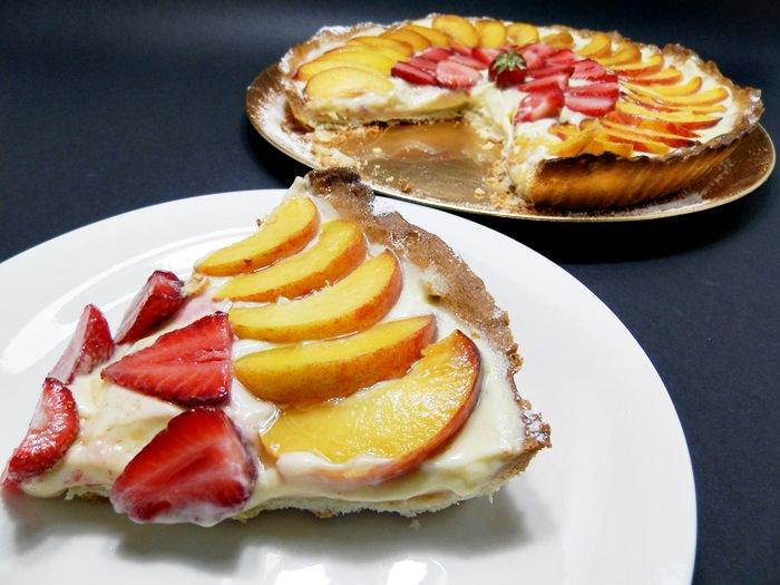 Tarta cu aluat fraged, crema de vanilie si fructe