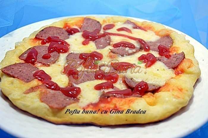 Pizza rapida, la tigaie, pancakes aperitiv
