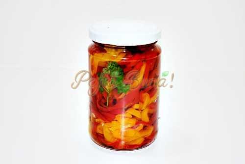 Ardei gras in ulei pentru iarna pofta buna cu gina bradea 1 500x334 - Ardei felii, in ulei, pentru iarna