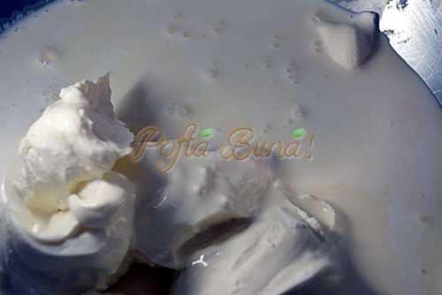Tort cu blat de nuca si crema caramel