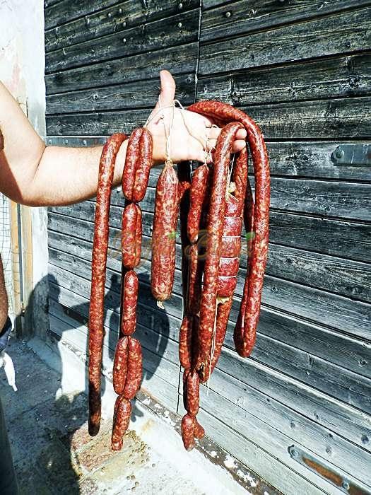 Carnati din carne de porc, vita sau amestec reteta traditionala