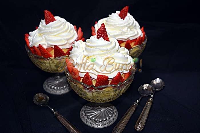 Budinca de vanilie la pahar cu fructe si frisca pofta buna cu gina bradea 2 - Budinca de vanilie la pahar