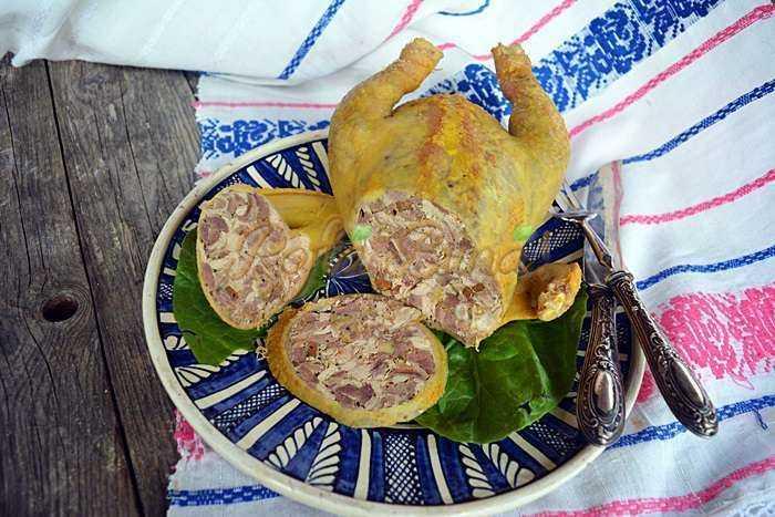 Pui cocos gaina umplut toba de pasare pofta buna cu gina bradea 8 700x467 - Pui umplut sau toba de pasare