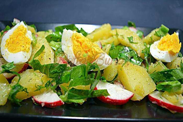 Salata de cartofi cu leurda pofta buna cu gina bradea 3 700x467 - Salata de cartofi cu leurda si ridichi