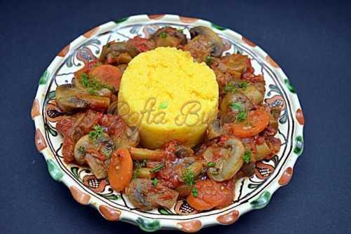 Tocanita de ciuperci cu mamaliguta de post pofta buna cu gina bradea 1 500x334 - Mancare de mazare cu carne de pui si morcov