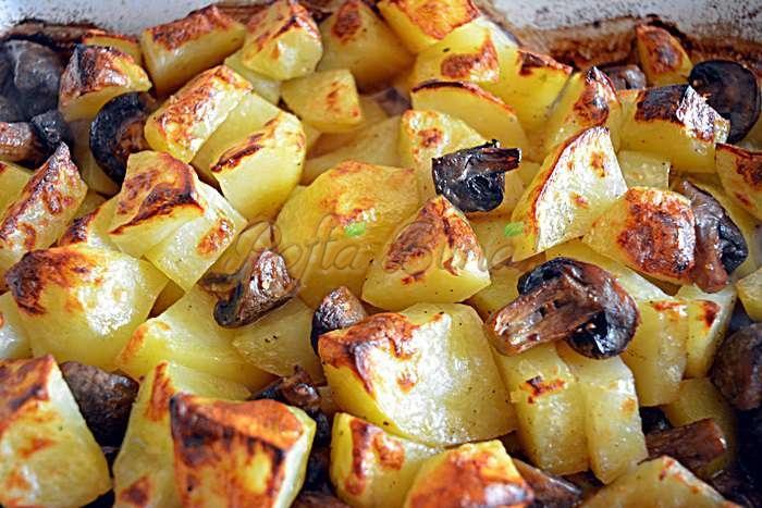 Cartofi noi cu ciuperci la cuptor pofta buna cu gina bradea 2 - Cartofi noi cu ciuperci si usturoi