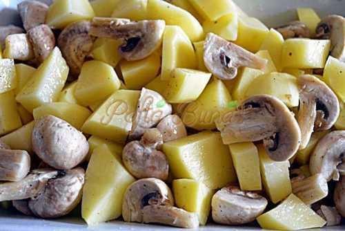 Cartofi noi cu ciuperci si usturoi