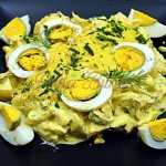 Salata de oua cu maioneza, iaurt si castraveti murati