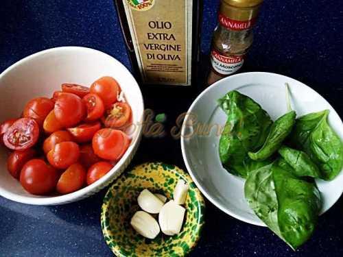 Spaghete-cu-rosii-proaspete-si-busuioc-reteta-clasica-pofta-buna-cu-gina-bradea (2)