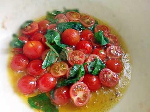 Spaghete-cu-rosii-proaspete-si-busuioc-reteta-clasica-pofta-buna-cu-gina-bradea (3)