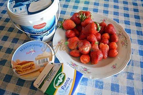 Tiramisu cu iaurt si capsuni