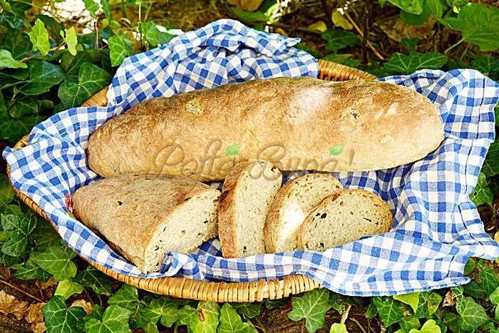 Paine cu masline si seminte, din faina integrala
