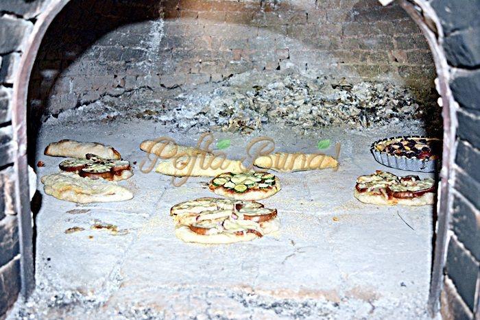 Pizza cu faina integrala si seminte