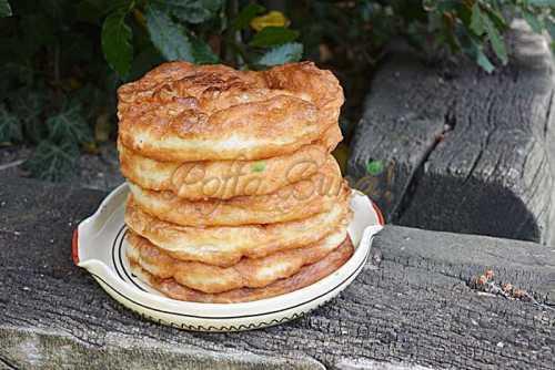 Gogosi langosi extra pufoase cu cartofi pofta buna cu gina bradea 6 500x334 - Cartofi frantuzesti sau cartofi gratinati la cuptor, reteta simpla
