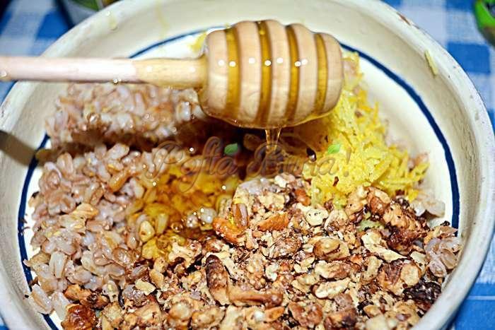 Coliva traditionala sau grau fiert cu miere