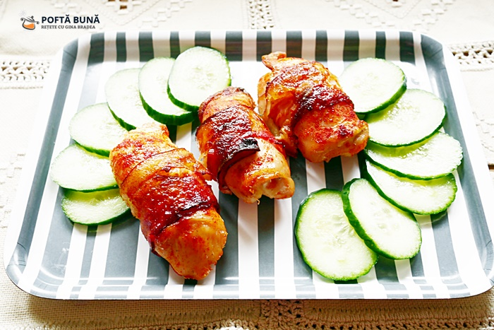Rulouri din piept de pui cu ardei si bacon - Rulouri din piept de pui cu ardei si bacon