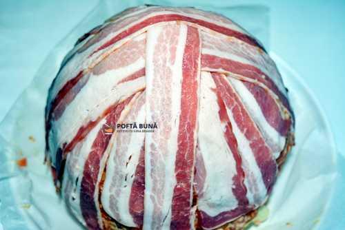 Conopida cu carne tocata si afumatura, la cuptor