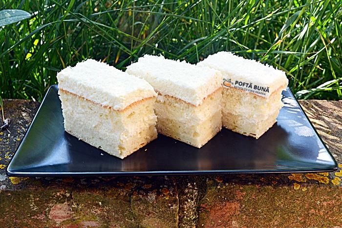 Prajitura Rafaello cu albusuri si nuca de cocos 7 - Prajitura Rafaello cu blat din albusuri si nuca de cocos