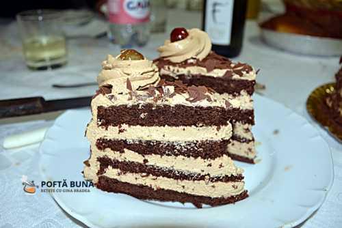 Tort cu blat umed de cacao, crema de mascarpone si cafea