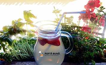 Limonada naturala cu miere, lamaie si capsuni