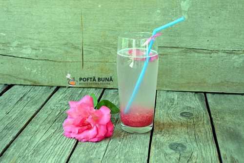 Trandafirata (limonada de trandafiri cu lamaie si miere)