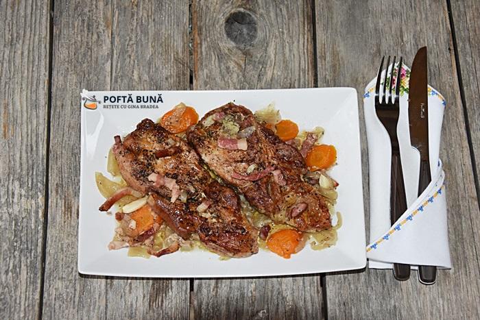 Friptura din cotlet de porc cu ceapa si afumatura la cuptor - Cotlet de porc cu ceapa si afumatura, la cuptor, reteta veche