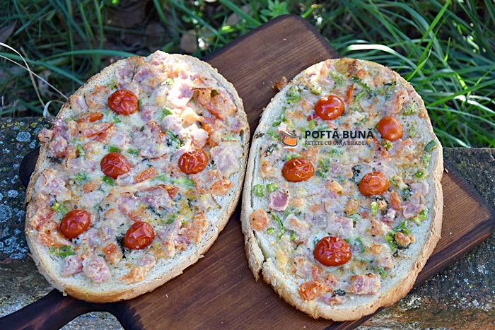 Pizza pe felii de paine reteta simpla ieftina si rapida - Pizza pe felii de paine, reteta simpla, ieftina si rapida