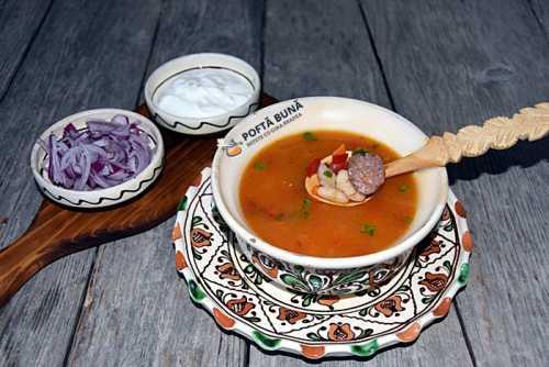 Supa de fasole, de post sau cu afumatura, reteta traditionala