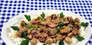 Beef Stroganoff, reteta de vita cu ciuperci si smantana, la tigaie
