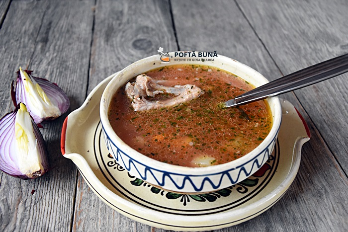 Ciorba moldoveneasca de porc, acrita cu zeama de varza