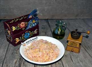 Salata de varza murata cu ulei, piper sau boia, reteta simpla